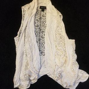Sleeveless lacy cardigan